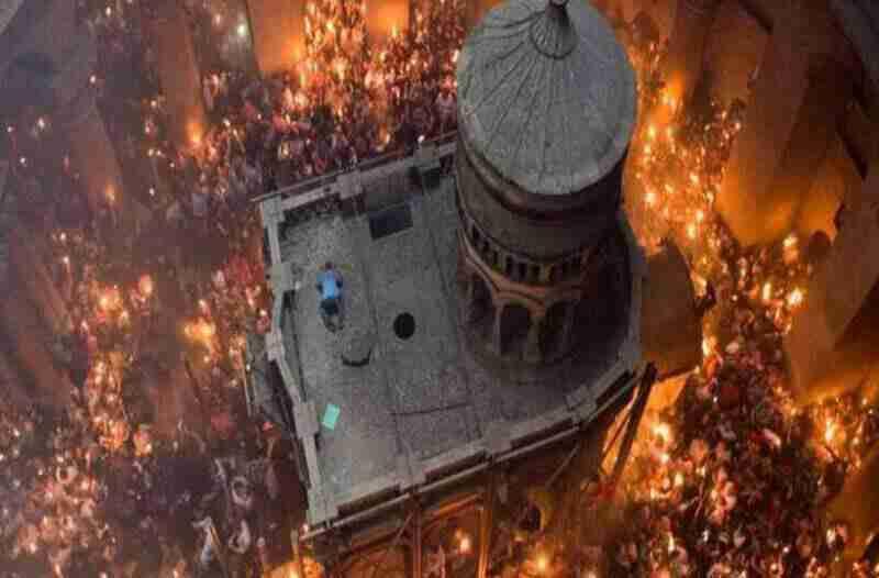 """""""რომელი სასწაული?! ცეცხლს სანთებელით ვანთებ"""" – ბერძენი ჟურნალისტის წიგნი წმინდა ცეცხლის შესახებ"""