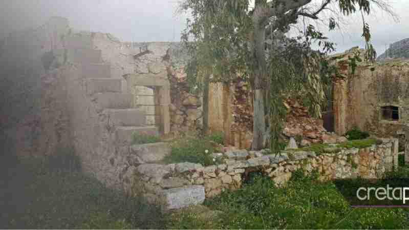 საბერძნეთის დაცარილებული სოფელი და ბომბები ერთადერთი მაცხოვრებლის სახლში