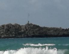 ცივ წყალში მოპირდაპირე კუნძულამდე გაცურა, რათა ბერძნული დროშა შეეცვალა